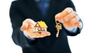 Hus, villor, radhus, gårdar och lägenheter som är till salu